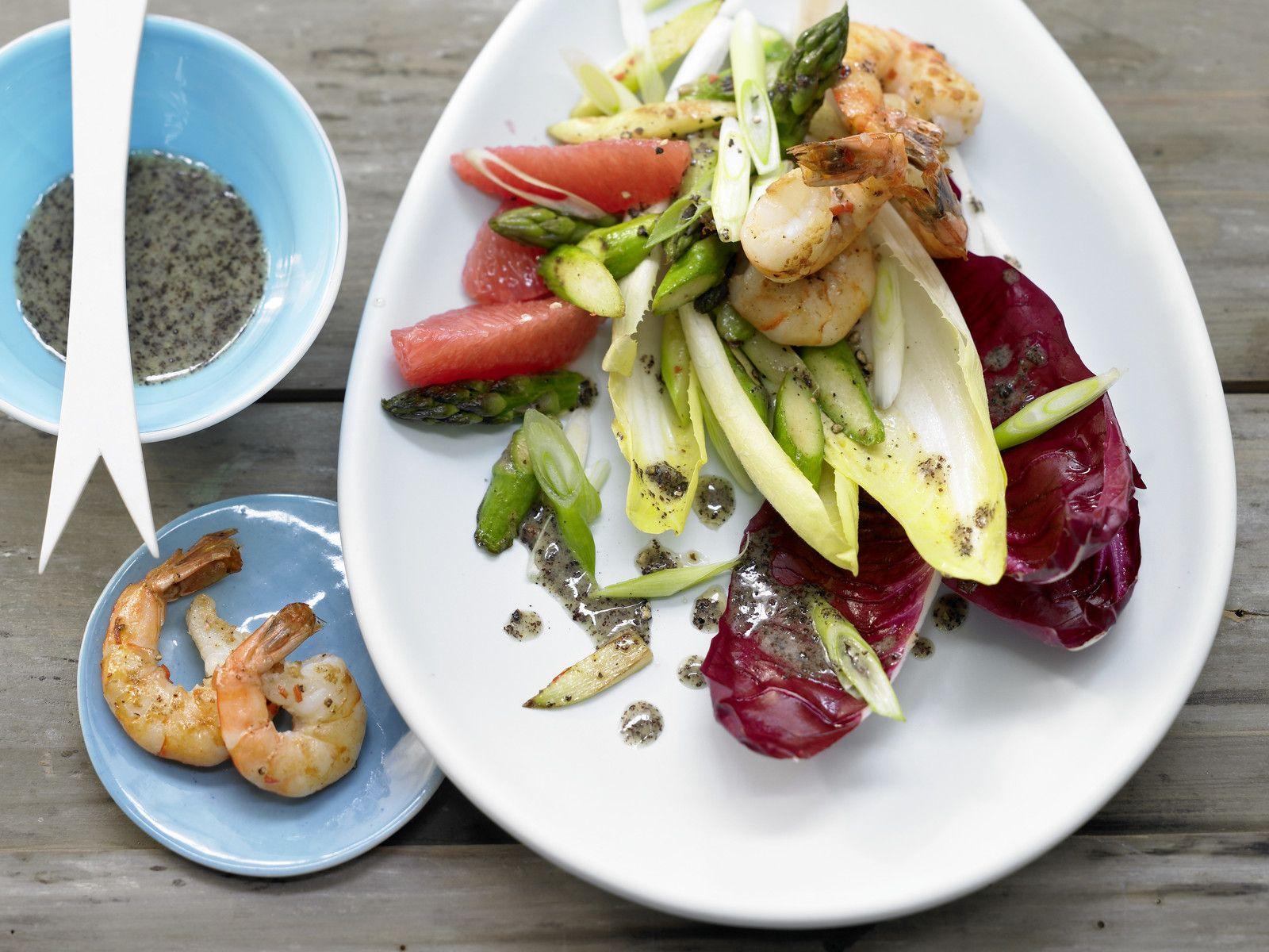 Chicorée-Garnelen-Salat mit Spargel, Grapefruits und Mohn-Vinaigrette