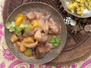 Tandoori-Lammgeschnetzeltes mit Ananas und Kokosmilch